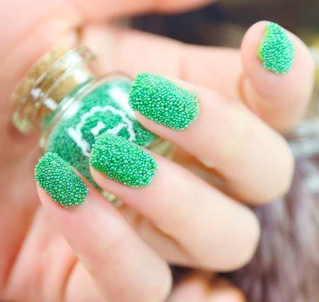 zelený kaviár manikúra styl