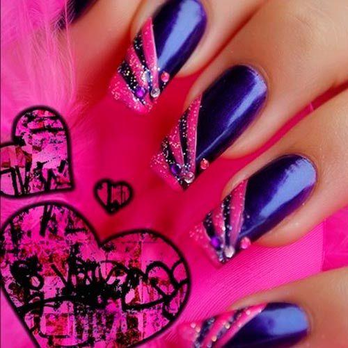 fialová a růžová nehtů
