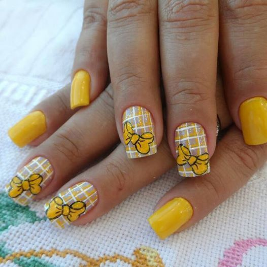 žlutý kostkovaný s luky