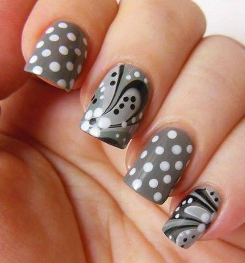 šedo-černý styl s puntíky