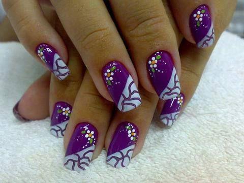fialové s bílými květy
