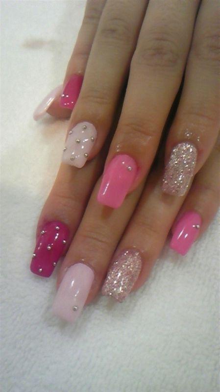 dekorace kamínky na nehty růžové