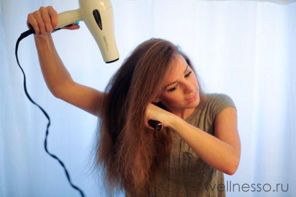folosind un uscător de păr