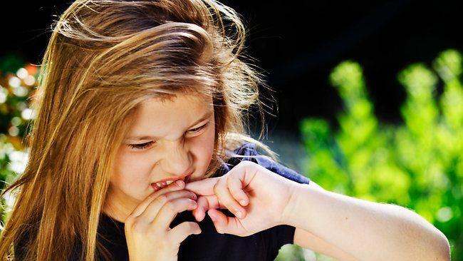 jak odstavit dítě kouše si nehty