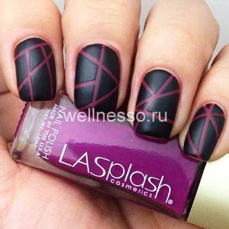 růžové pruhy na černém nehtové ploténky