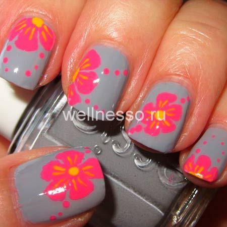 růžové květy na fotografii nehty