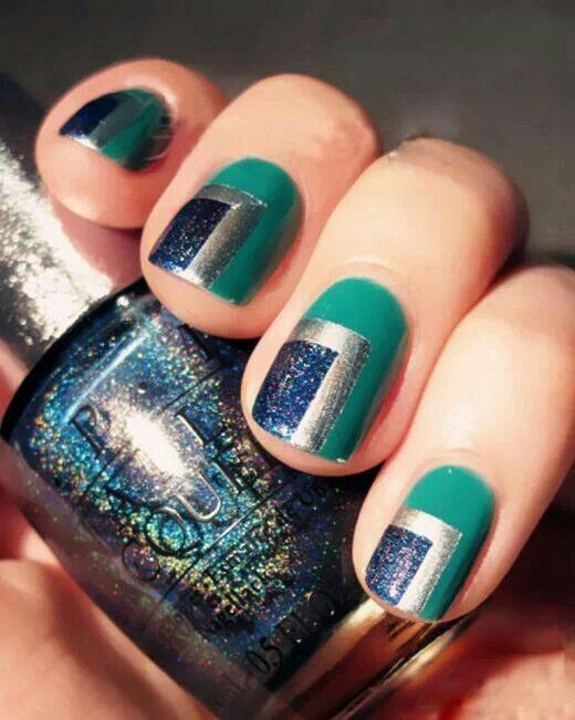 kresba na nehty modré a stříbrné čtverce