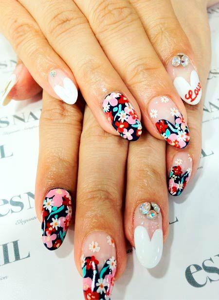 manikúra s květinami na nehty