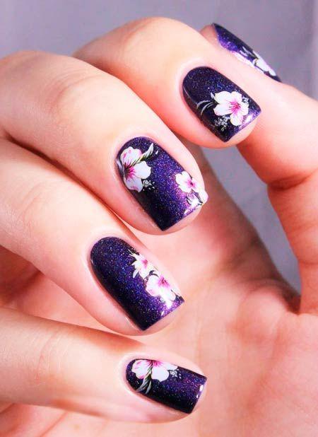 fioletyvyh květiny na fotografii nehty