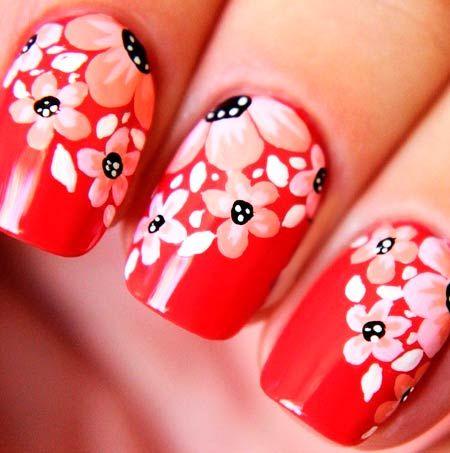 červenými nehty červené květy