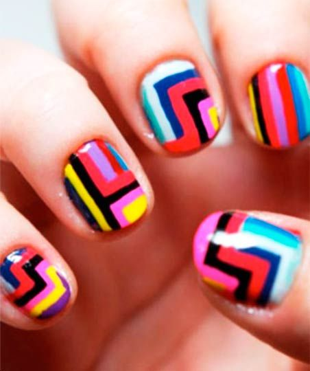 módní geometrický obraz na nehty