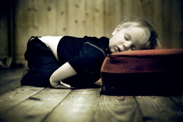Cât de mult ar trebui să o persoană dormi?