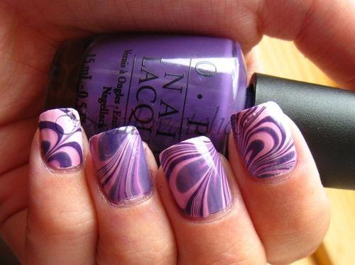 fotografie fialové nehty